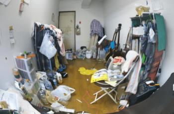 散らかった部屋の画像